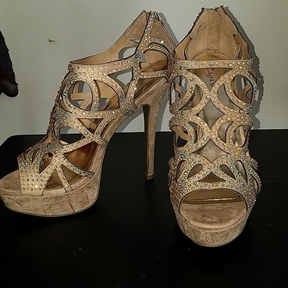 b4316ac57 Zigi Soho Sparrow Cinnamon sparkle heel sz8
